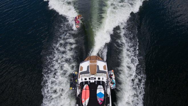 Pływanie na nartach wodnych