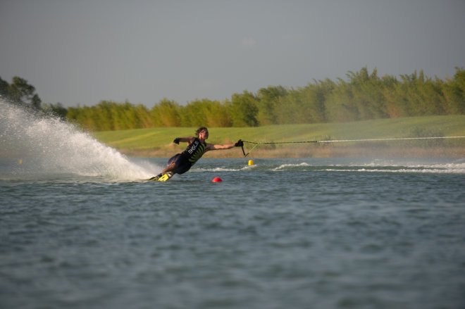 Profesjonalna jazda na nartach wodnych