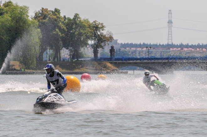 Zawody skuterów wodnych